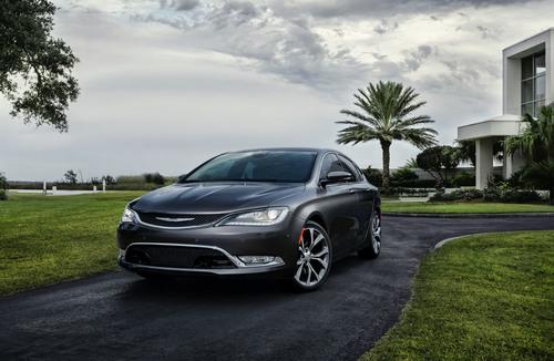 2015 Chrysler 200C. (PRNewsFoto/Chrysler Group LLC) (PRNewsFoto/CHRYSLER GROUP LLC)