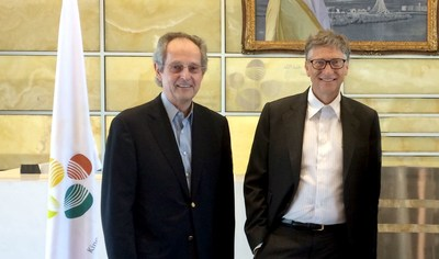KAUST President Jean-Lou Chameau and Bill Gates during a 2014 tour of KAUST laboratories and research centers (PRNewsFoto/KAUST)