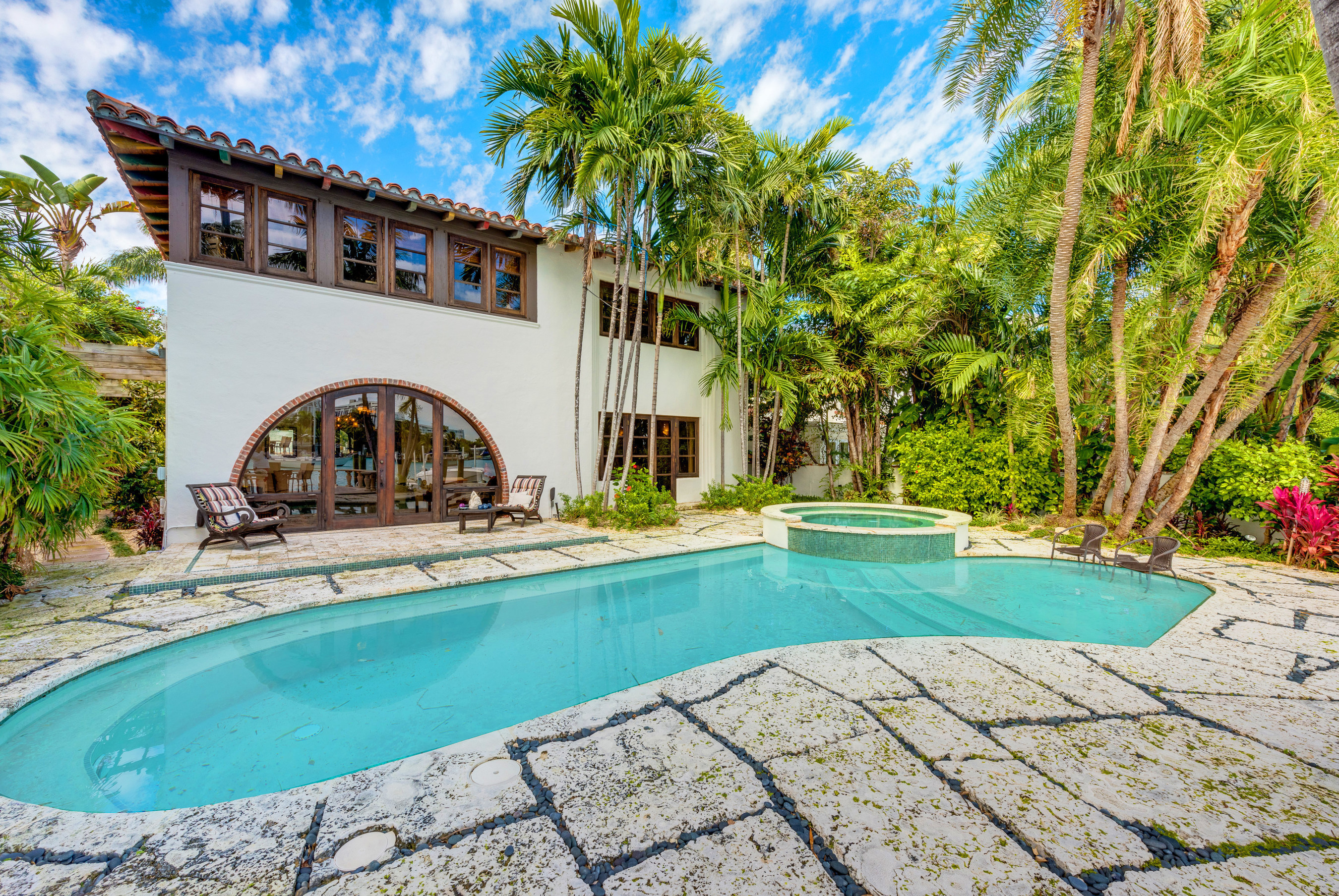 This multimillion-dollar waterfront estate in Miami Beach's Venetian Islands was sold at a live auction on May 6, 2016. Miami-based auction house Platinum Luxury Auctions managed the luxury real estate auction sale, in cooperation with listing brokerage EWM Realty International. Discover more at PlatinumLuxuryAuctions.com.