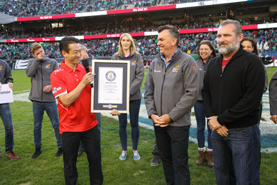 Flanked by transplant recipients from around the world, Astellas Vice President Masaaki Usui celebrates achieving the GUINNESS WORLD RECORDS title for most online organ donor registrations with Chris Thomas of the World Transplant Games Federation and David Fleming of Donate Life America on Saturday, Nov. 5.