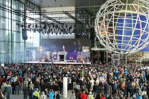 Wolfsburg 01 June 2015 - Around 35,000 visitors took part in the Autostadt's 15th anniversary celebrations (Autostadt GmbH/Matthias Leitzke) (PRNewsFoto/Autostadt GmbH)