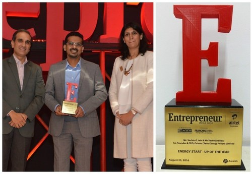 Mr. Sachin Jain, Co-founder & CEO, Oriano Solar, received the trophy, which was presented by Rajeev Chitrabhanu, CEO and MD, JM Financial Services Pvt. Ltd and Ritu Marya, Editor-in-Chief (India Region) at Entrepreneur Media. (PRNewsFoto/Oriano Solar)