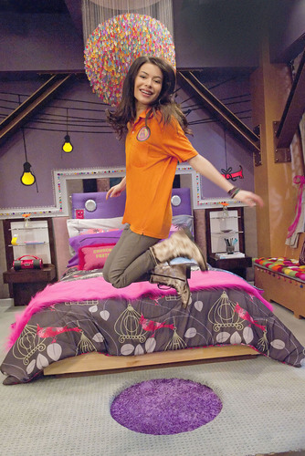 Carly's Bedroom Revealed for the First Time in New iCarly Special, 'iGot a Hot Room,' Friday, July