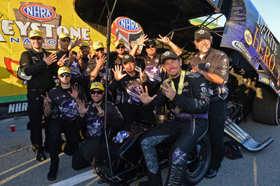 Beckman takes 2015 Mopar Dodge Charger to seventh title with holeshot win at NHRA Keystone Nationals.