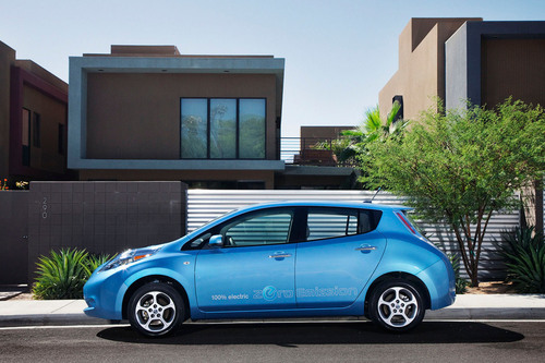 Calling All LEAF Owners: Nissan Supports Second Annual National Plug In Day.  (PRNewsFoto/Nissan North America)