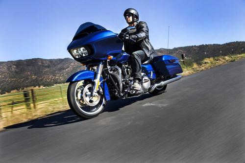 2015 HARLEY-DAVIDSON ROAD GLIDE ROARS BACK. (PRNewsFoto/Harley-Davidson Motor Company)