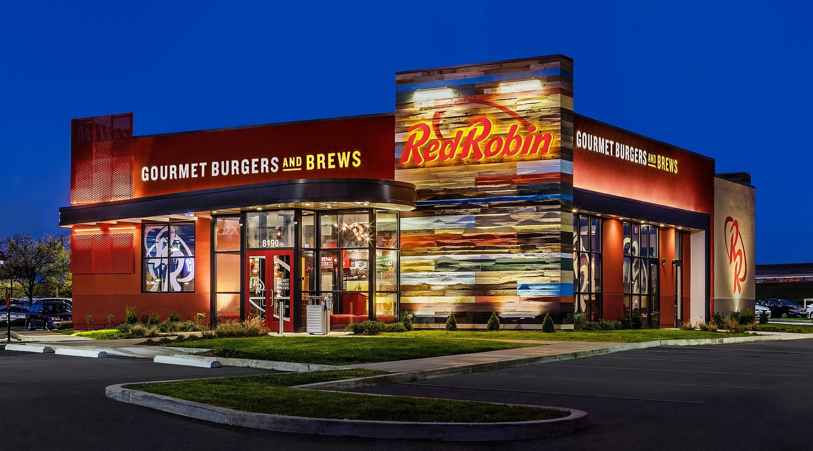 Red Robin Gourmet Burgers and Brews restaurant exterior. Red Robin Gourmet Burgers and Brews is a casual dining restaurant chain famous for serving more than two dozen craveable, high-quality burgers with Bottomless Steak Fries in a fun environment welcoming to guests of all ages. (C)2015 balloggphoto.com (PRNewsFoto/Red Robin Gourmet Burgers, Inc.)