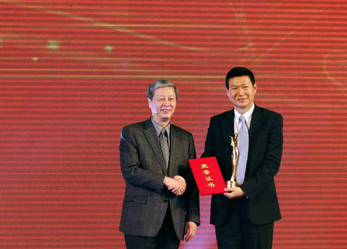 Perfect World chairman Chi Yufeng (first from the right) honored as Chinese Culture Industry Figure of 2012. ...