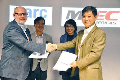 PARC MoU exchange by Stephen Hoover, CEO of PARC & Dato' Dan E Khoo, President of MDeC Americas (foreground, left to right), witnessed by Aki Ohashi, PARC's Director of Business Development and Dato' Yasmin Mahmood, CEO of MDeC (second row, left to right)