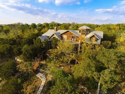 The coveted lake community's location along the southern shoreline remains sheltered and private, yet a mere 30-minute drive from exciting, vibrant downtown Austin, Texas. Heritage Luxury Real Estate Auctions