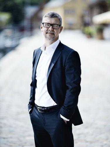 Morten Hjelmsoe standing outside in full