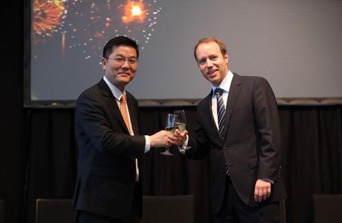 Huawei celebrates alliance with SAP. (PRNewsFoto/Huawei) (PRNewsFoto/HUAWEI)