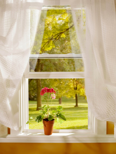 Double Hung vinyl window from Simonton Windows.  (PRNewsFoto/Simonton Windows)