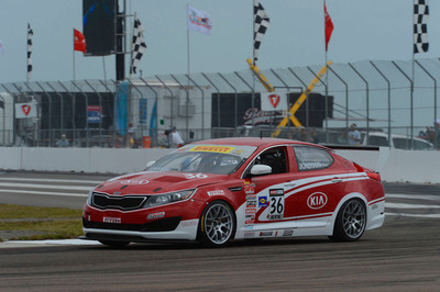 Kia Racing scores top-five finish in Pirelli World Challenge season opener.  (PRNewsFoto/Kia Motors America)