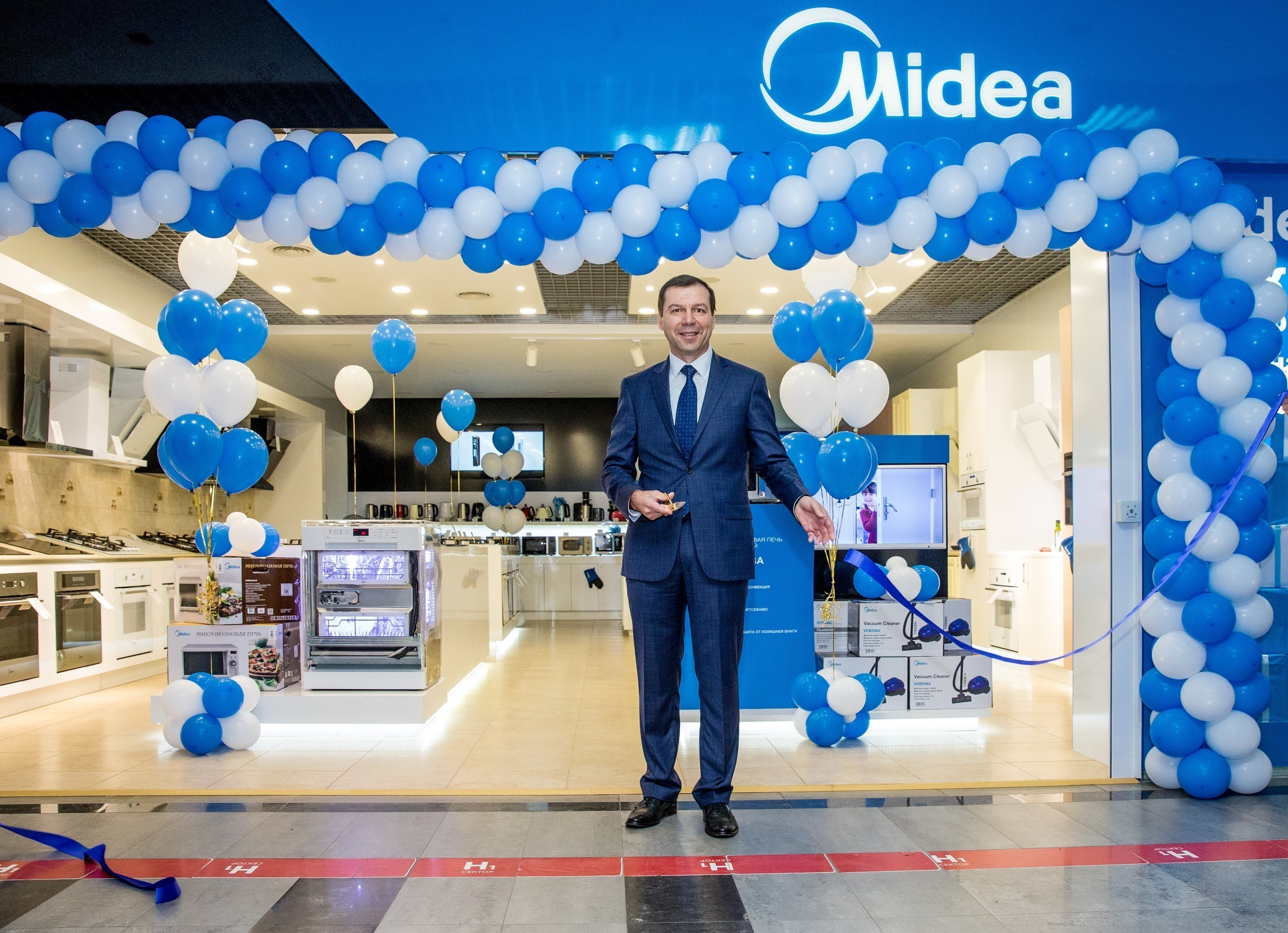 Leading consumer appliances manufacturer Midea held the grand opening of the first brand store in Moscow, Russia on July 21