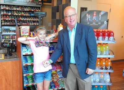 Kandy bandZ inventor Samantha Sperrazza and Danbury, Conn. Mayor Mark D. Boughton at CITGO Marketer Consumers Petroleums Kandy bandZ product launch event.
