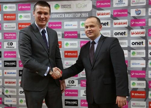 From right: Piotr Kicinski Cinkciarz.pl Vice President, Marcin Widomski, the President of the Polish Basketball  ...