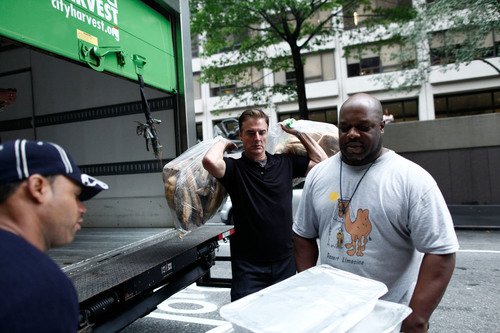 Chris Noth Volunteers with City Harvest in New York City on October 4th.  (PRNewsFoto/Beaulieu Vineyard)