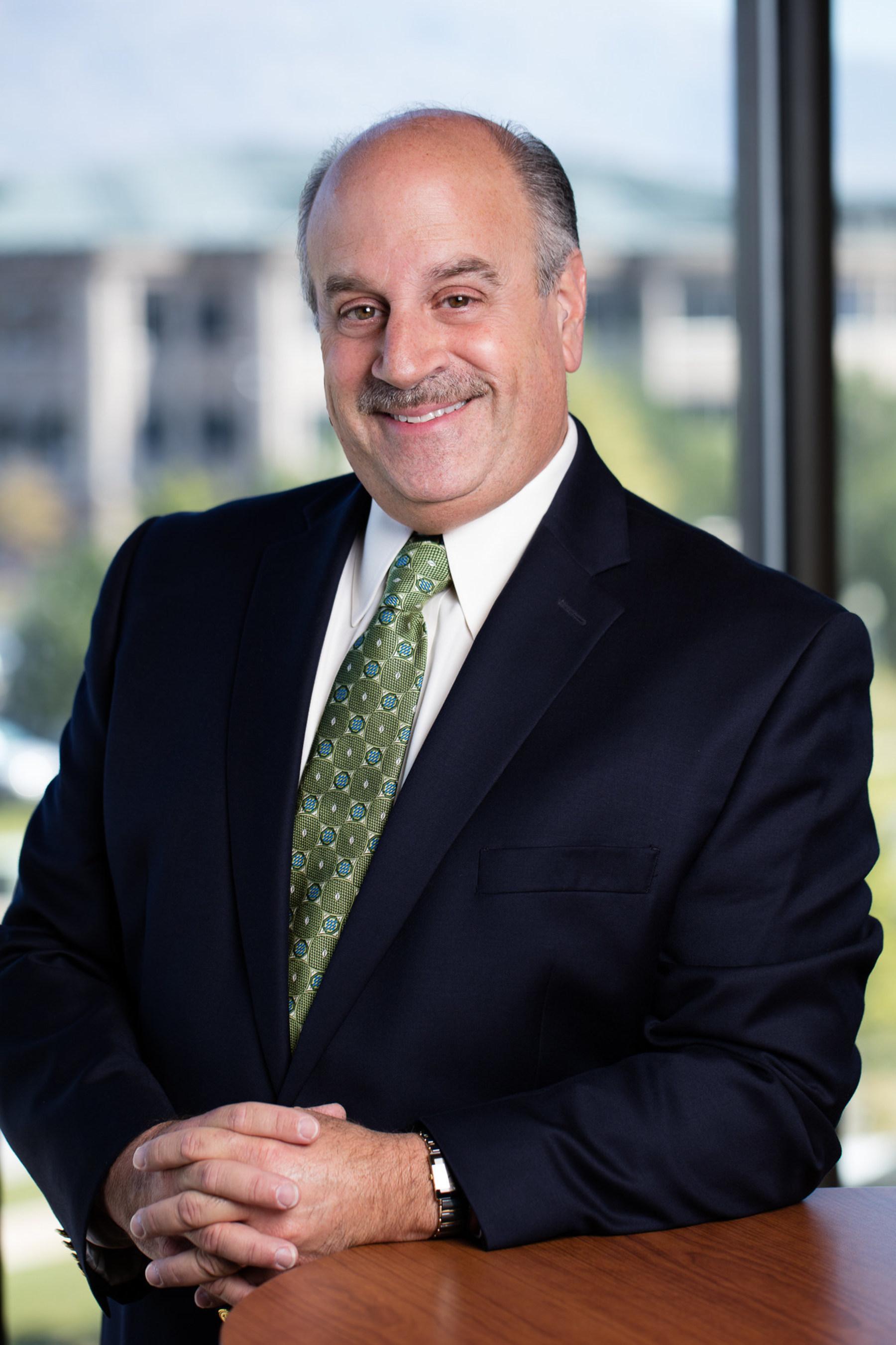 Dr. Michael Buch foi nomeado diretor de ciências da Young Living Essential Oils