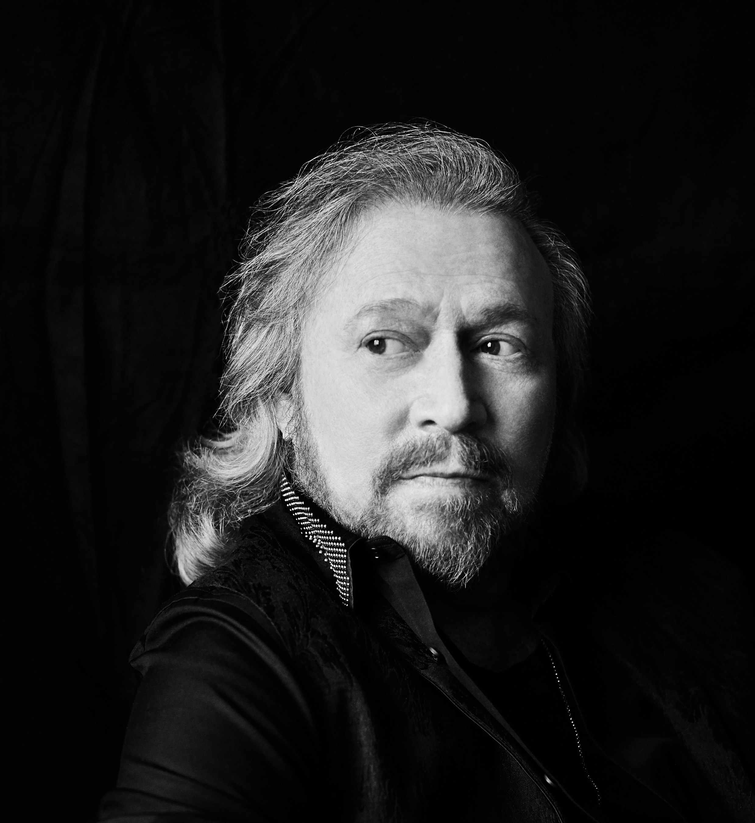 LEGENDARY SINGER/SONGWRITER/PRODUCER BARRY GIBB SIGNS TO COLUMBIA RECORDS SET TO RELEASE HIS FIRST SOLO ALBUM INVOLVING NEW MATERIAL  'IN THE NOW' DUE OUT ON COLUMBIA RECORDS THIS FALL