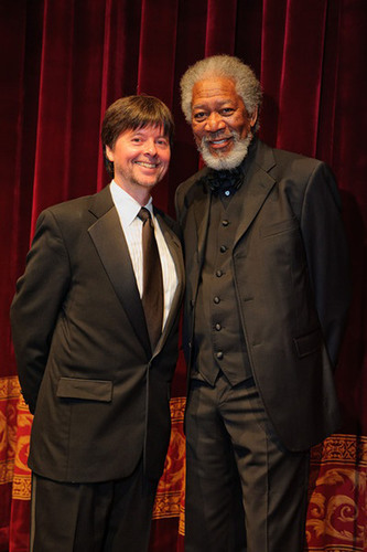 Awardee Ken Burns and Gala Chair Morgan Freeman.  (PRNewsFoto/Foundation for the National Archives)