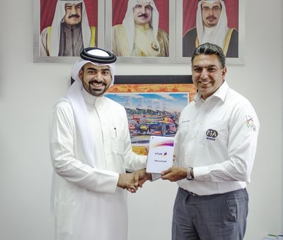 VIVA representative Jamal Al Sayed and MMC President Fayez Ramzi (PRNewsFoto/VIVA Bahrain)