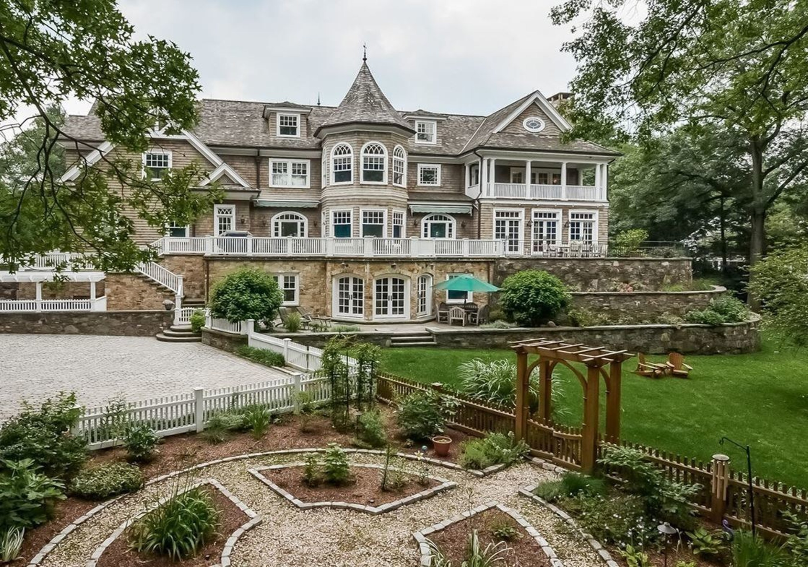 Auction Announced for 15,000-SF Ridgewood, New Jersey Mansion by DeCaro Luxury Auctions