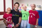 Luis Fonsi con pacientes de St. Jude Keyshlianis, Sarah y Jesus