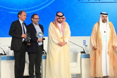 From left to right Sir Tim Berners Lee, Jimmy Wales, HH Sheikh Ahmed Bin Mohammed Bin Rashid Al Maktoum ( Chairman of MBRF ) and Jamal Bin Huwaireb (MD of MBRF) (PRNewsFoto/MBRF)
