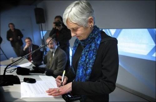 Barbara Coffin at 2009 news conference. (PRNewsFoto/Compassion & Choices)