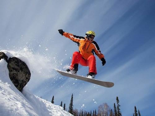 Snowboarding in Almaty (PRNewsFoto/Almaty 2022 Candidate city) (PRNewsFoto/)