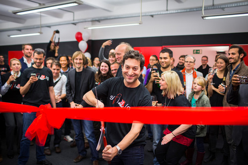 Shutterstock's Founder and CEO Jon Oringer commemorated the opening of the company's European headquarters with a ribbon cutting ceremony on 29 October, 2013. Berlin, Germany.  (PRNewsFoto/Shutterstock Inc.)