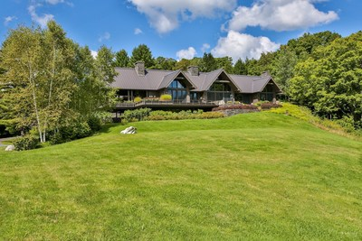 Set at an elevation of 1,400 feet, the property features 40-mile views overlooking the famed Green Mountains (PRNewsFoto/Concierge Auctions)