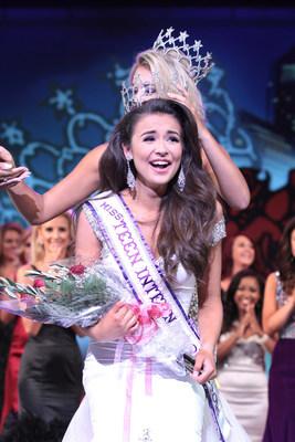 Miss Teen International 2016, Garin Harris, is crowned Miss Teen International 2015, Jules Fletcher.