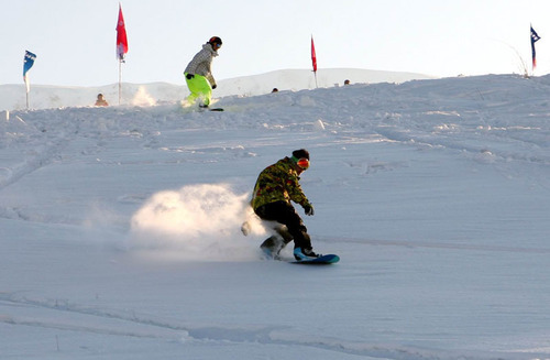 Skiers' style on the snow.  (PRNewsFoto/City Channel of CRI Online)
