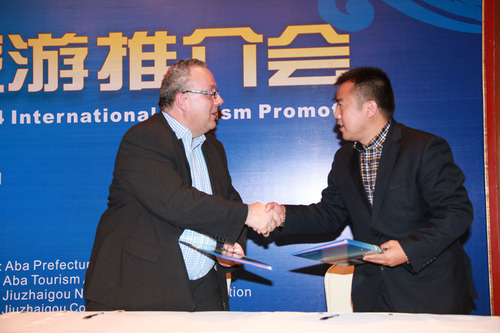 Jiuzhai Vally signed cooperate agreement with Wendy Wu Tours. (PRNewsFoto/Jiuzhai Valley) (PRNewsFoto/JIUZHAI ...