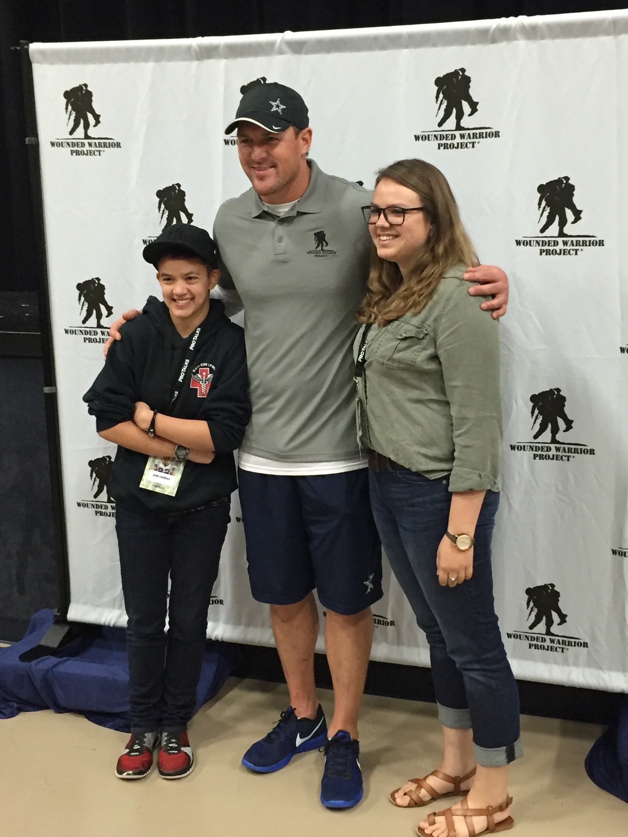 Wounded veteran would not miss meet greet with athlete dallas cowboys tight end jason witten meets lisa crowders two daughters witten met with a m4hsunfo