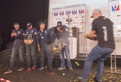 July 26 2015 Americas Cup World Series Portsmouth 2015Land Rover BAR Team, Ben Ainslie is awarded the 1st overall prize by The Duke and Duchess of CambridgePhoto Rick Tomlinson (PRNewsFoto/Louis Vuitton) (PRNewsFoto/Louis Vuitton)