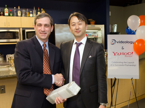 Scott Ferber, Chairman and CEO, Videology (left) shakes hands with Mr. Osamu Aranami, Corporate Officer, Head of Marketing Solutions Company, Yahoo! JAPAN, after the Japanese web portal tapped Videology as its video advertising technology partner. The two sides officially signed contracts at Videology headquarters in Baltimore recently as employees from each company shared a ceremonial toast.  (PRNewsFoto/Videology)