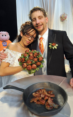 With a Farmland Bacon bouquet in hand, April Davila weds the bacon-loving man of her dreams, Craig Roush, at the Blue Ribbon Bacon Festival.  (PRNewsFoto/Farmland Foods)