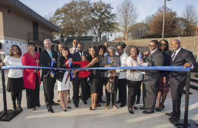 Atlanta Mayor Kasim Reed and First Lady Sarah-Elizabeth Reed, along with members of the Langford family and community leaders, cut the ribbon on a new skate park at Arthur Langford Jr. Recreation Center on December 11, 2015. The new park was made possible in part by a grant from The Coca-Cola Company through the National Recreation and Park Association. Photo Credit: jdtyre.com