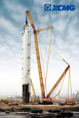 The first successful operation of the world's largest crawler crane XGC88000 in Yantai, China