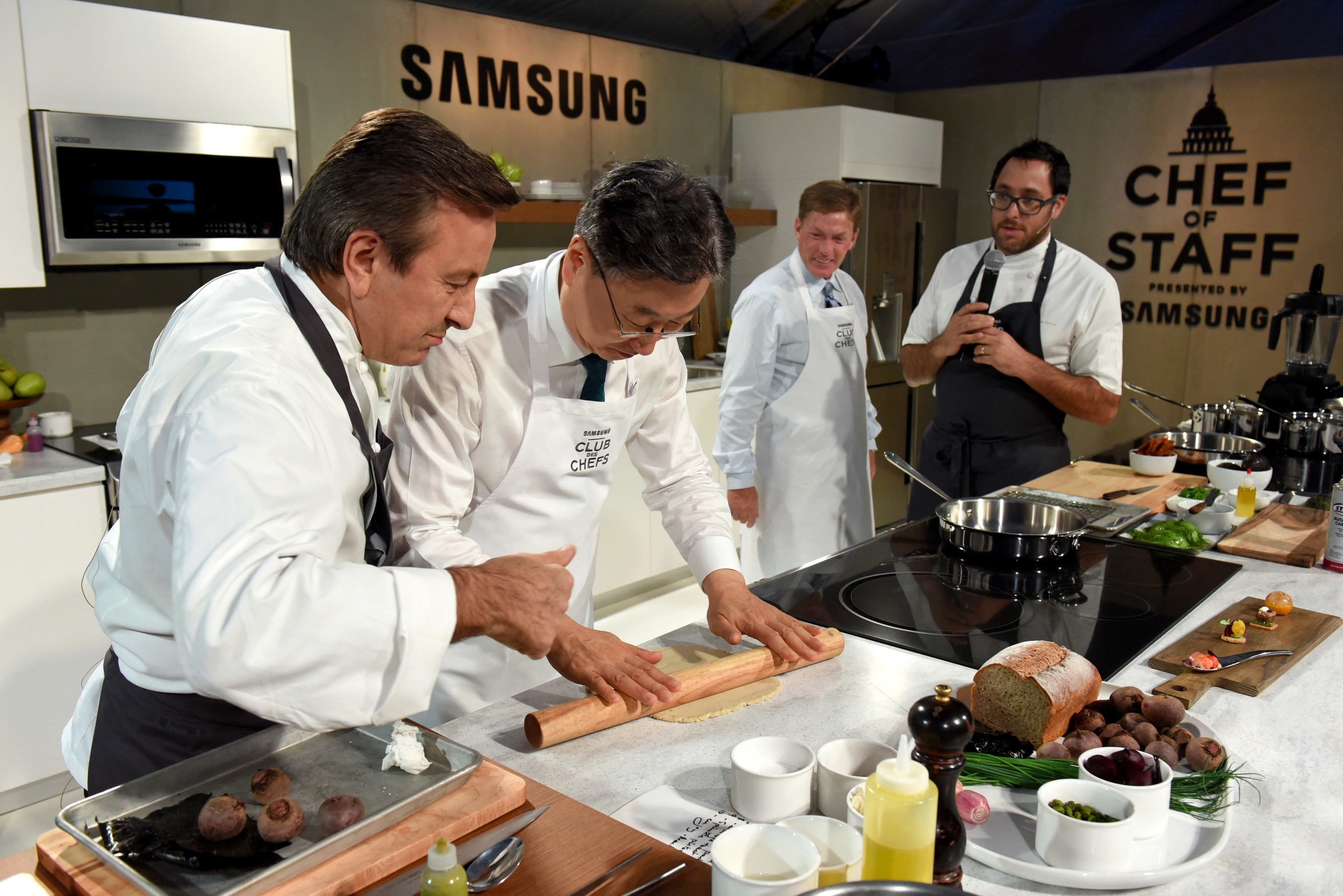 Pictured from left to right: Daniel Boulud, Chef DANIEL, BK Yoon, President and CEO, Consumer Electronics, Samsung Electronics, Ken Fisher, Chairman and CEO Fisher House Foundation, Chef Christopher Kostow, Chef The Restaurant at Meadowood