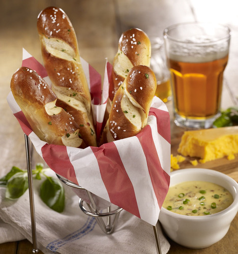 T.G.I. Friday's Celebrates National Pretzel Day with New Warm Pretzels with Craft Beer Cheese Dipping Sauce.  (PRNewsFoto/T.G.I. Friday's)