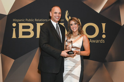 Mike Fernandez, 2015 Pioneer of the Year Honoree, Chair, Global Corporate & Financial Practice at Burson-Marsteller, presents  the Hispanic Public Relations Association's 2016 Pioneer of the Year award to Maria Cardona, Principal at Dewey Square Group.
