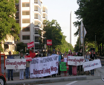 ULW Warriors Rally in front of Washington Monument. (PRNewsFoto/House the Homeless) (PRNewsFoto/HOUSE THE HOMELESS)