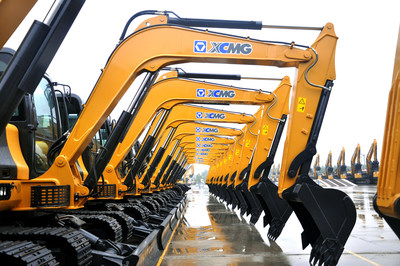 300 super large-tonnage excavators produced by XCMG are exported to countries covered in Belt and Road Initiative