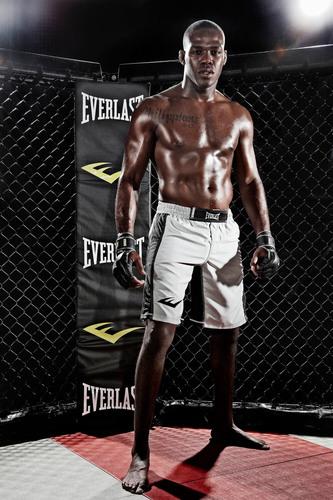 Everlast and MMA Superstar Jon Jones Extend Exclusive Contract.  (PRNewsFoto/Everlast Worldwide Inc.)