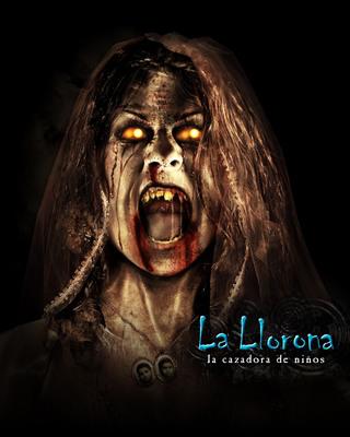 """La aterradora leyenda mexicana de La Llorona, regresa a Universal Studios Hollywood en el re-imaginado laberinto de Halloween Horror Nights, """"La Llorona: Cazadora de Ninos.""""  (PRNewsFoto/Universal Studios Hollywood)"""