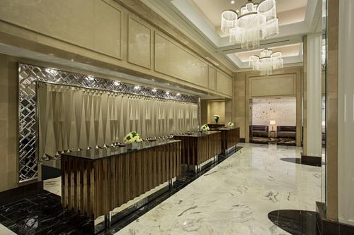Newly renovated Loews Regency Hotel lobby. (PRNewsFoto/Loews Hotels) (PRNewsFoto/LOEWS HOTELS)